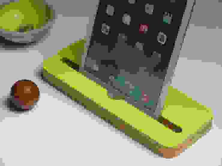 Tablet- Halter Limettengrün: modern  von farbdoktor,Modern Holz Holznachbildung
