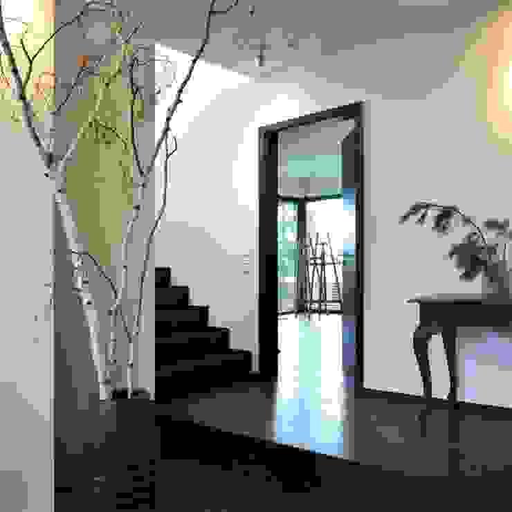 Einfamilienhaus im Bauhausstil Plusenergiehaus | p Erlangen/Nürnberg Moderner Flur, Diele & Treppenhaus von BUCHER | HÜTTINGER - ARCHITEKTUR INNEN ARCHITEKTUR Modern Holz Holznachbildung