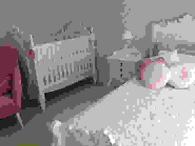 Berço e cama da mãe em estilo clássico moderno Quarto infantil clássico por Laura Picoli Clássico