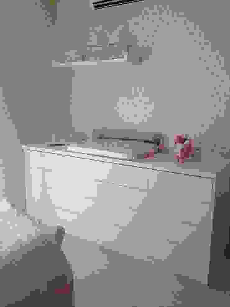 Comoda sob medida feita para o dormitório Quarto infantil clássico por Laura Picoli Clássico