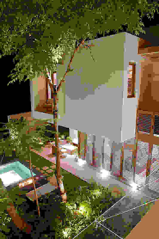Mayúscula Arquitectos Eclectic style garden