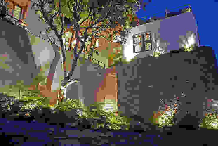 Casas de estilo ecléctico de Mayúscula Arquitectos Ecléctico