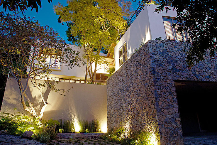 Eclectic style houses by Mayúscula Arquitectos Eclectic