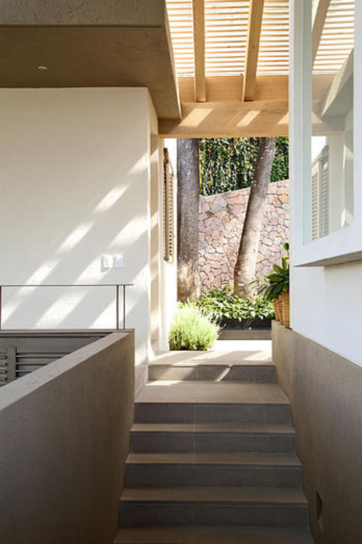 Mayúscula Arquitectos Eclectic style corridor, hallway & stairs