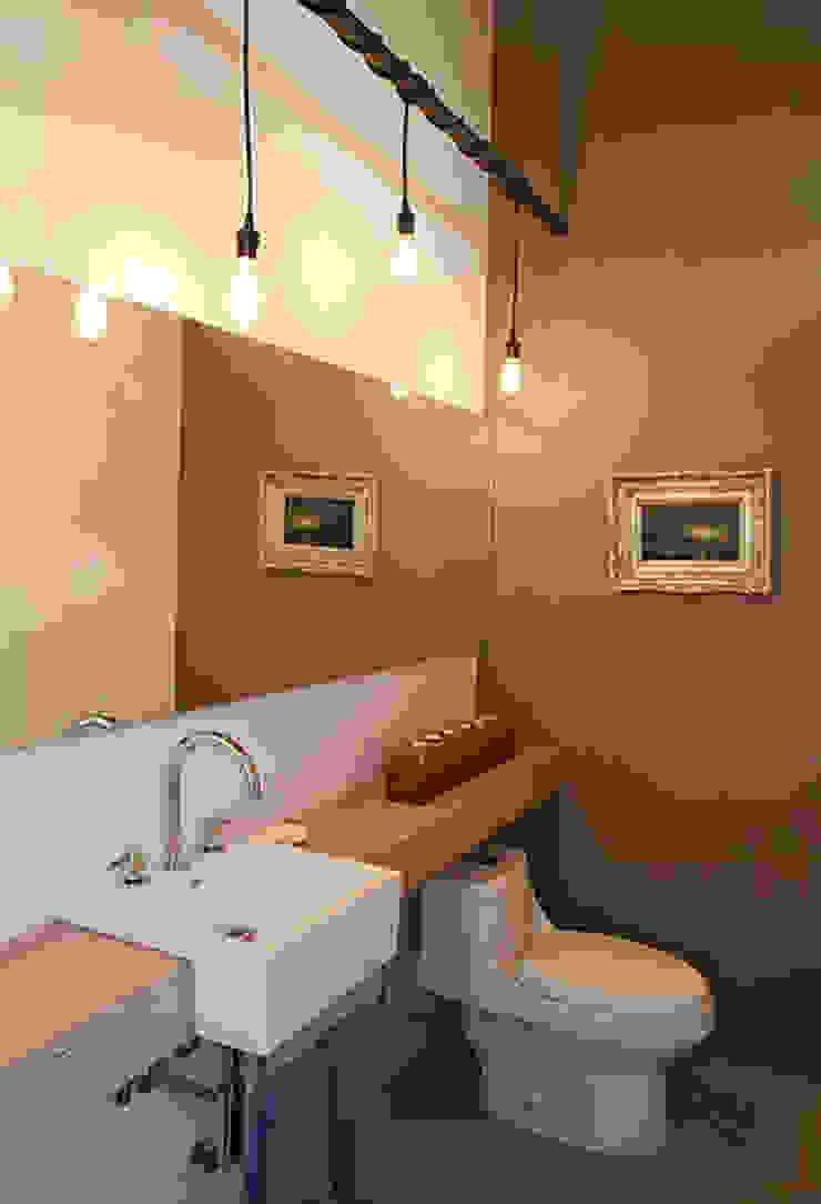 Mayúscula Arquitectos Eclectic style bathroom