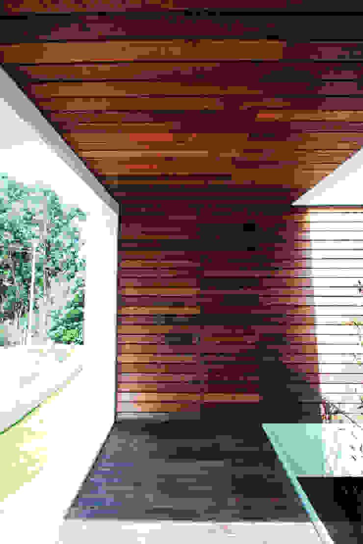STL_01 Casas modernas por TRAMA arquitetos Moderno