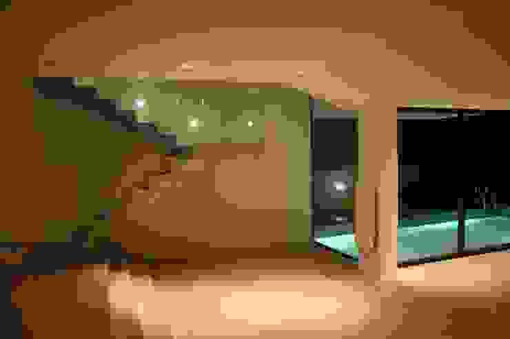STL_01 Salas de estar modernas por TRAMA arquitetos Moderno