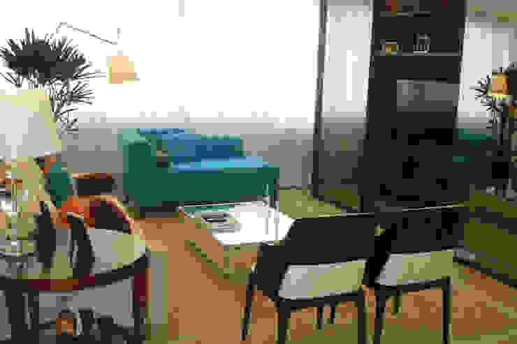 Sala de Estar com Home Salas multimídia clássicas por Atelier Espaço Santa Clássico