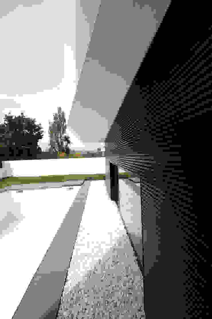 STL_02 Casas modernas por TRAMA arquitetos Moderno