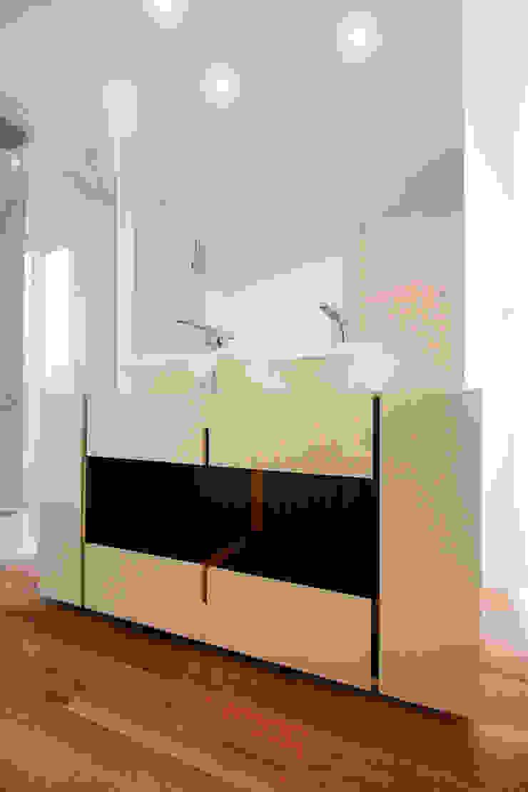 Remodelação Milénio Casas de banho modernas por TRAMA arquitetos Moderno