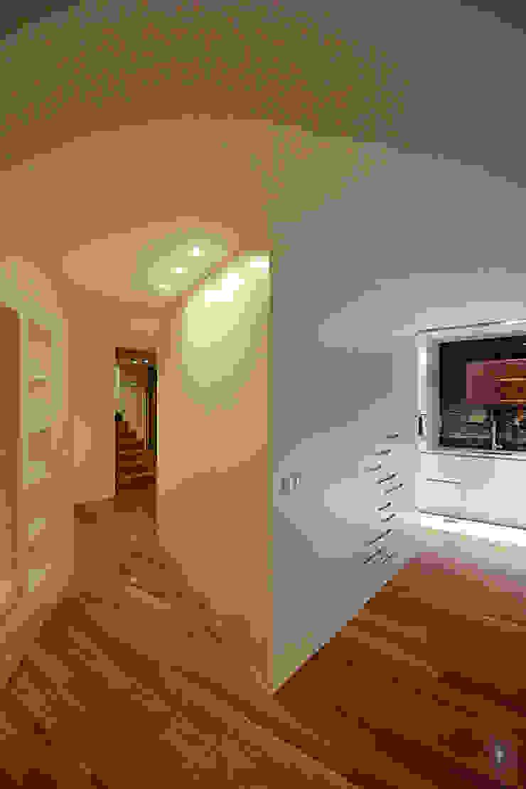 Remodelação Milénio Salas de estar modernas por TRAMA arquitetos Moderno