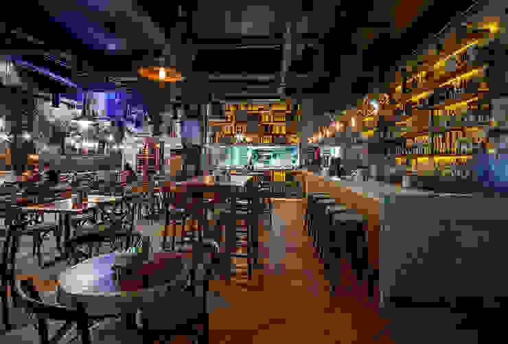 Cantina La Federal Puerto Vallarta Bares y clubs de estilo rústico de PASQUINEL Studio Rústico Madera Acabado en madera