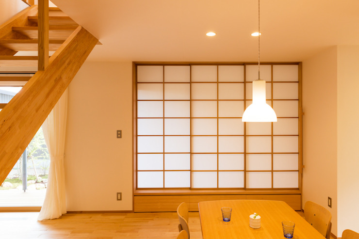 Modern windows & doors by 株式会社山口工務店 Modern