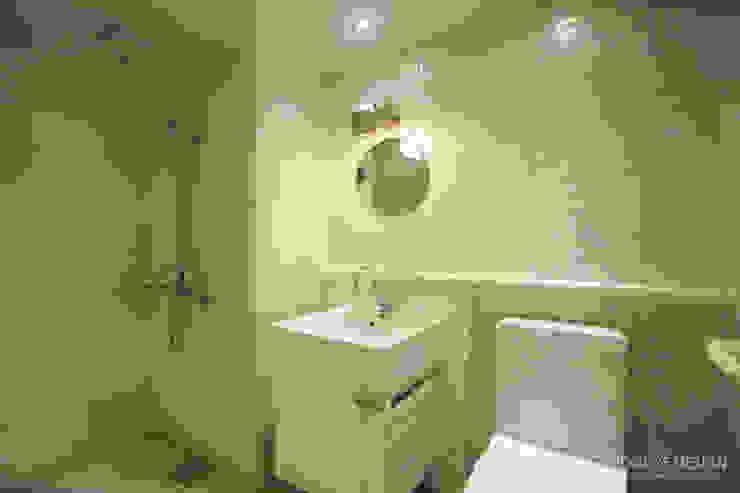 4인가족이 사는 화이트톤의 깔끔한 집_32py 모던스타일 욕실 by 홍예디자인 모던