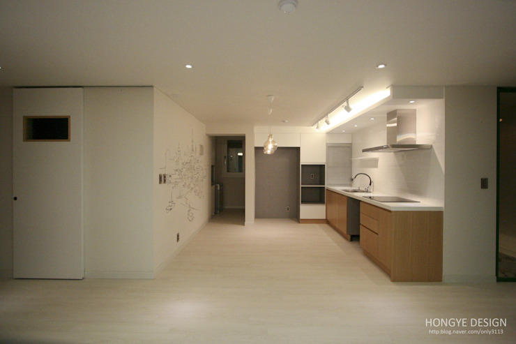 4인가족이 사는 화이트톤의 깔끔한 집_32py 모던스타일 주방 by 홍예디자인 모던