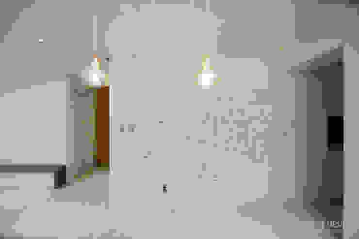 Salon moderne par 홍예디자인 Moderne