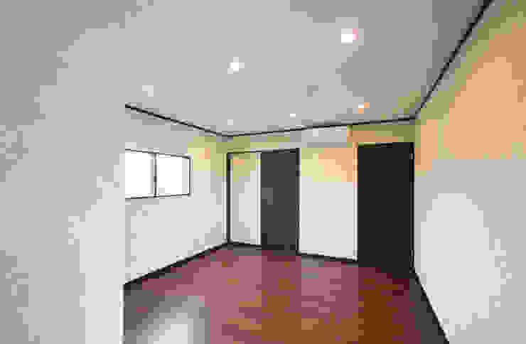 お茶屋さんの家 モダンスタイルの寝室 の 池野健建築設計室 モダン