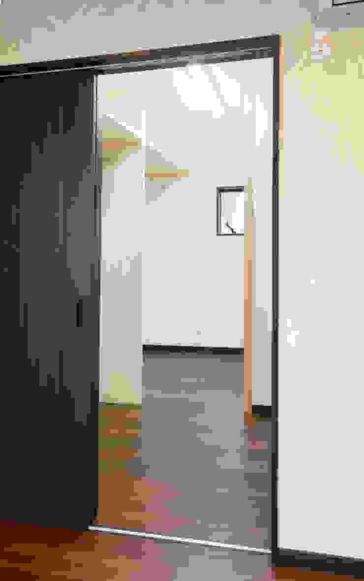 お茶屋さんの家 モダンデザインの ドレッシングルーム の 池野健建築設計室 モダン