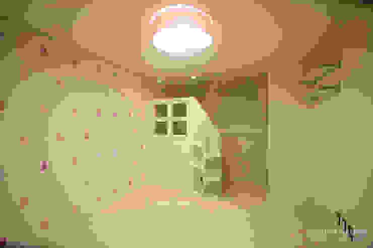 4인가족이 사는 화이트톤의 깔끔한 집_32py 모던스타일 아이방 by 홍예디자인 모던