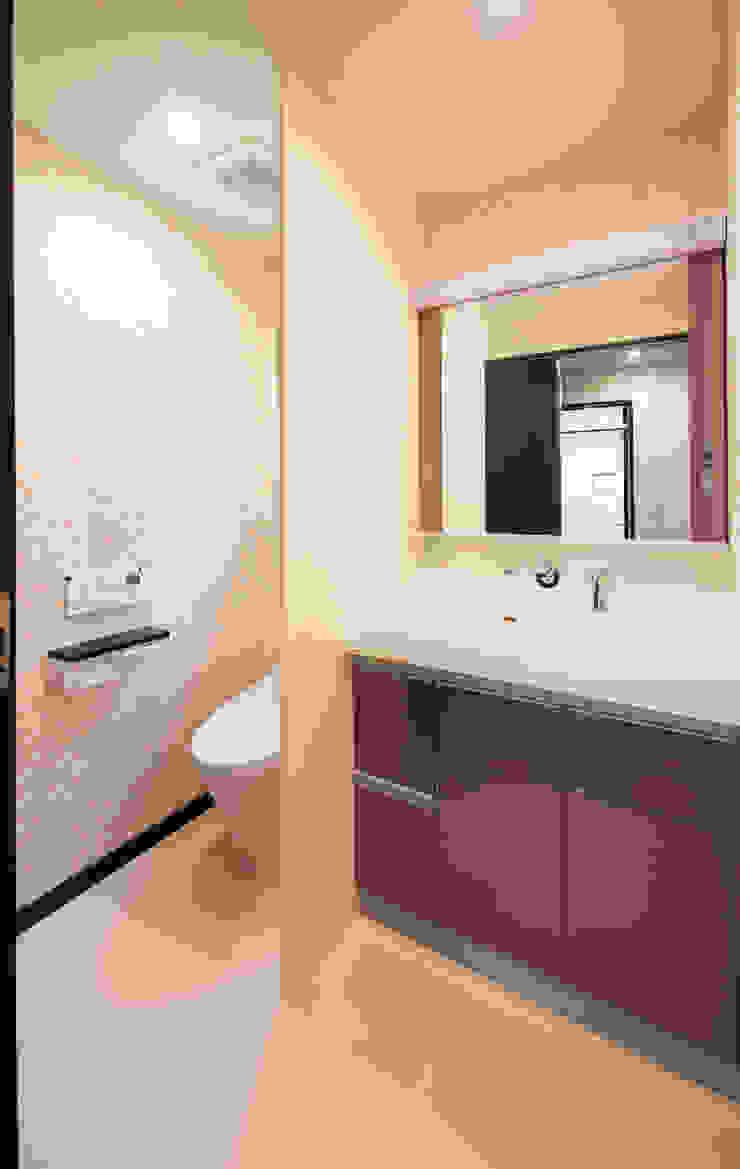 お茶屋さんの家 モダンスタイルの お風呂 の 池野健建築設計室 モダン
