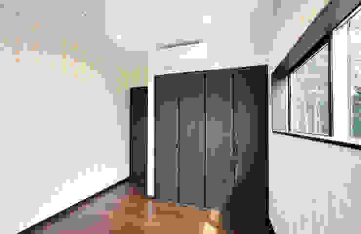 お茶屋さんの家 モダンデザインの 子供部屋 の 池野健建築設計室 モダン