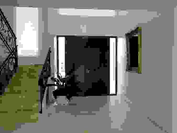 Casa en Castores – Nordelta Pasillos, vestíbulos y escaleras clásicas de Arquitectos Building M&CC - (Marcelo Rueda, Claudio Castiglia y Claudia Rueda) Clásico