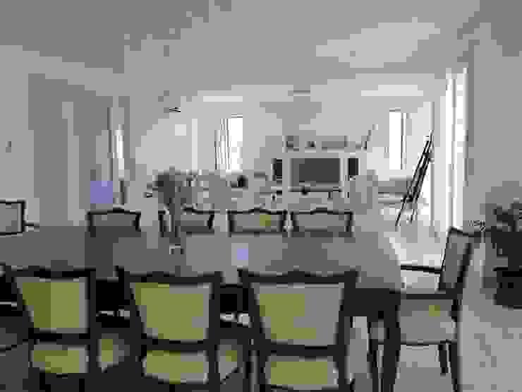 Living room by Arquitectos Building M&CC - (Marcelo Rueda, Claudio Castiglia y Claudia Rueda)
