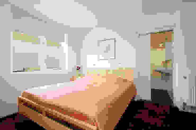 slaapkamer Moderne slaapkamers van JANICKI ARCHITECT Modern