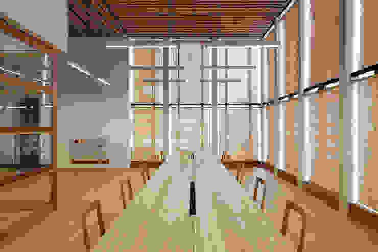 de 井上スダレ株式会社 Moderno Madera Acabado en madera