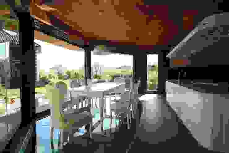 Бесседка в Гринфилд Балкон и терраса в классическом стиле от БИГЛАСС СИСТЕМС Классический Стекло