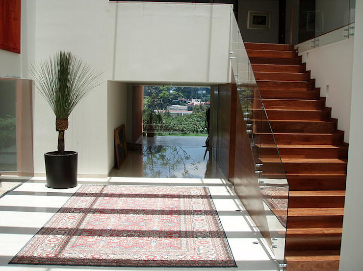 Mayúscula Arquitectos Modern Corridor, Hallway and Staircase
