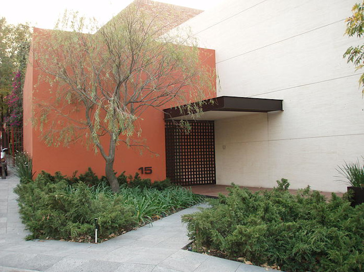 Modern home by Mayúscula Arquitectos Modern