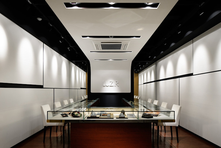 LUZIR モダンデザインの 多目的室 の 藤村デザインスタジオ / FUJIMURA DESIGIN STUDIO モダン 木 木目調