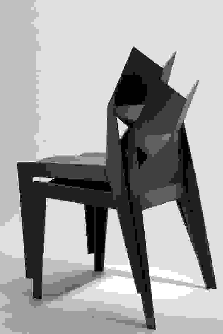 F-light chair: 藤村デザインスタジオ / FUJIMURA DESIGIN STUDIOが手掛けた現代のです。,モダン 木材・プラスチック複合ボード