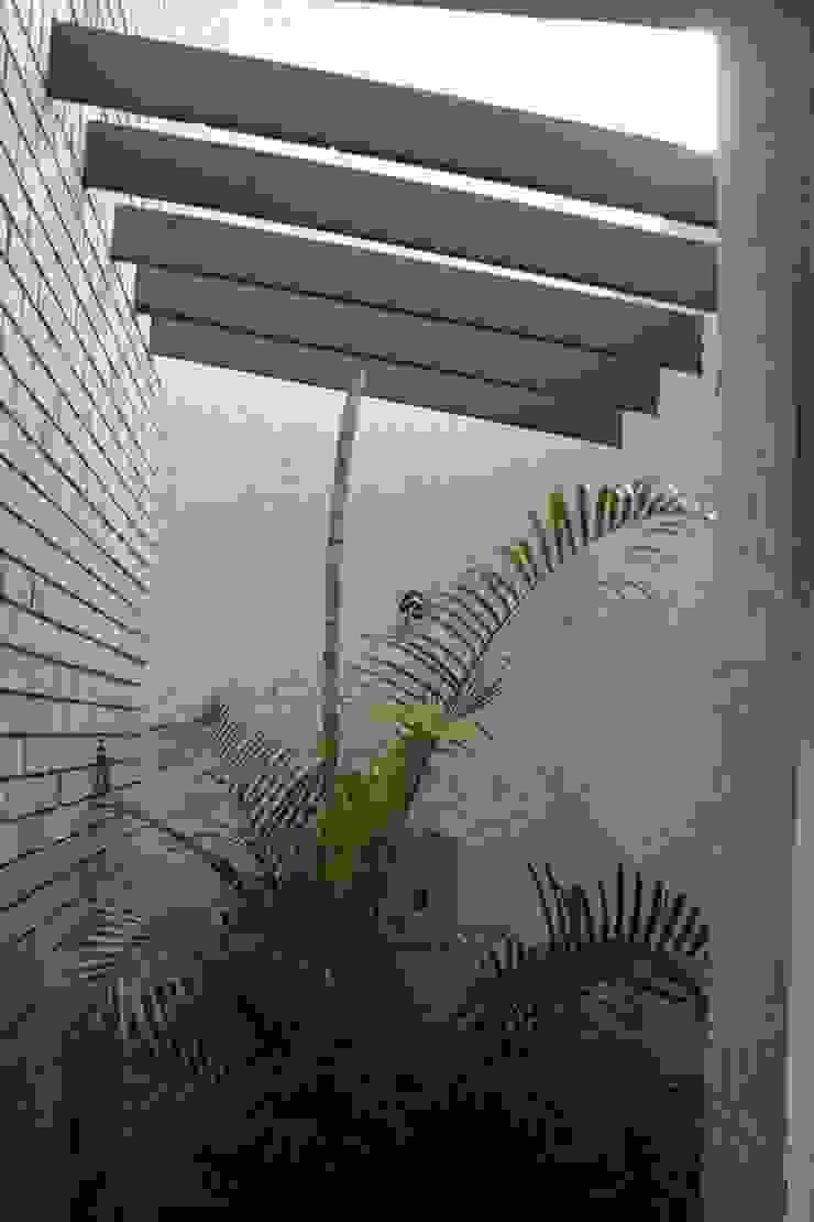Casa Cumbres Balcones y terrazas modernos de USER WAS DELETED! Moderno