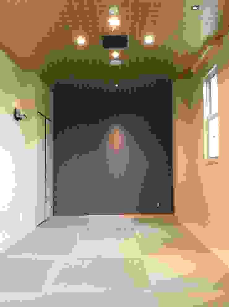 施工事例1 モダンスタイルの 玄関&廊下&階段 の ㈱K2一級建築士事務所 モダン