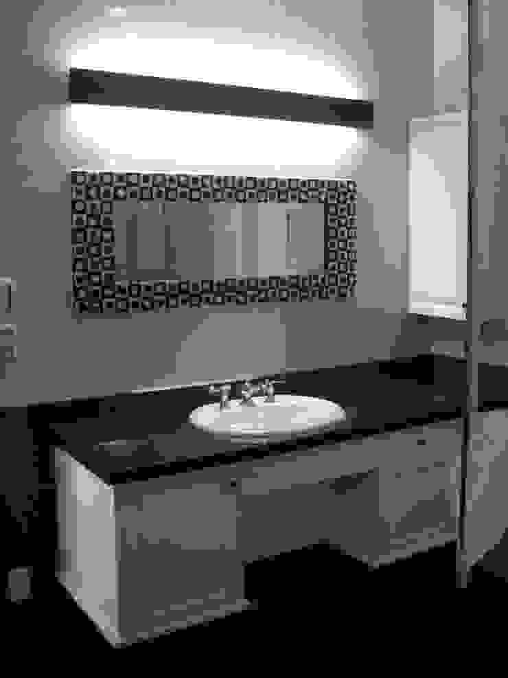 施行事例3 モダンスタイルの お風呂 の ㈱K2一級建築士事務所 モダン