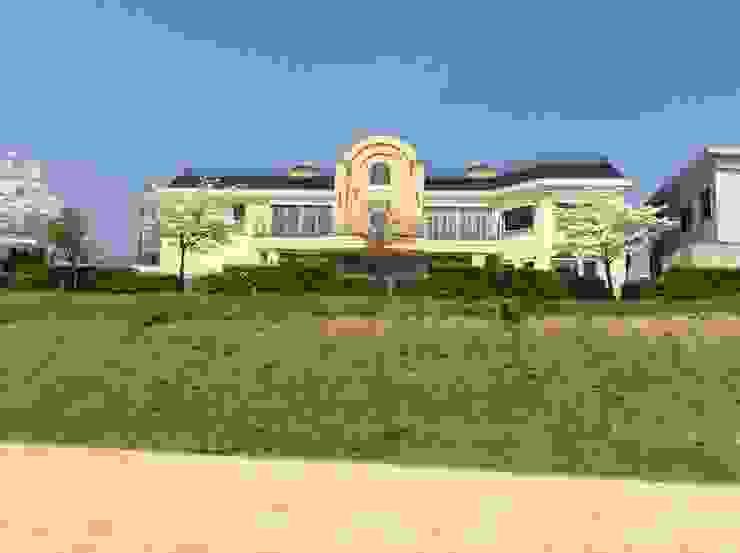 施工事例1 モダンな 家 の ㈱K2一級建築士事務所 モダン