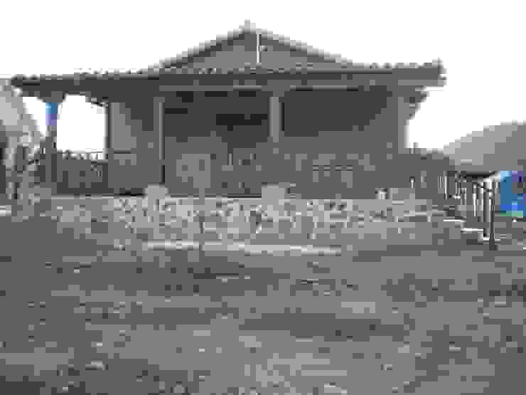 homify Casas de estilo rústico Madera maciza Acabado en madera