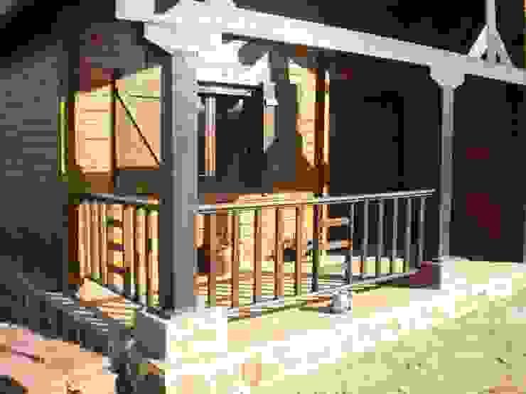 Porche homify Casas de madera Madera maciza Acabado en madera