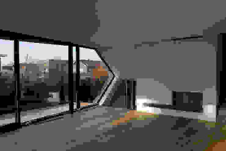Villa van Lipzig Moderne woonkamers van Loxodrome design&innovation Modern