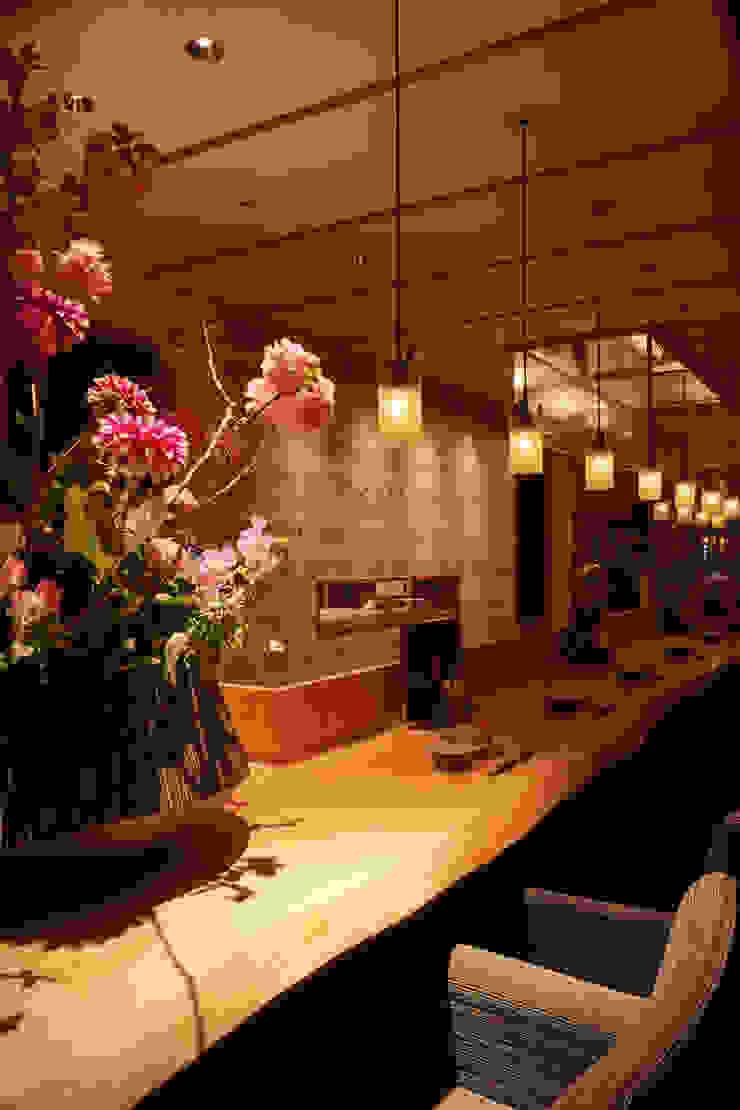 1F COUNTER アジア風レストラン の 株式会社DESIGN STUDIO CROW 和風