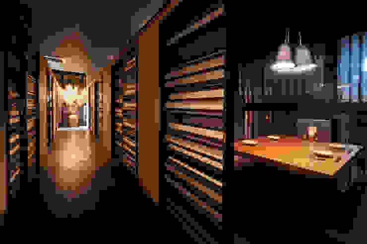 2F CORRIDOR アジア風レストラン の 株式会社DESIGN STUDIO CROW 和風