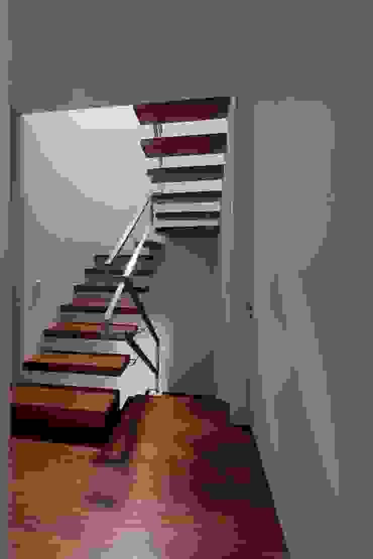 Casa em Matosinhos II Corredores, halls e escadas modernos por Jorge Domingues Arquitectos Moderno