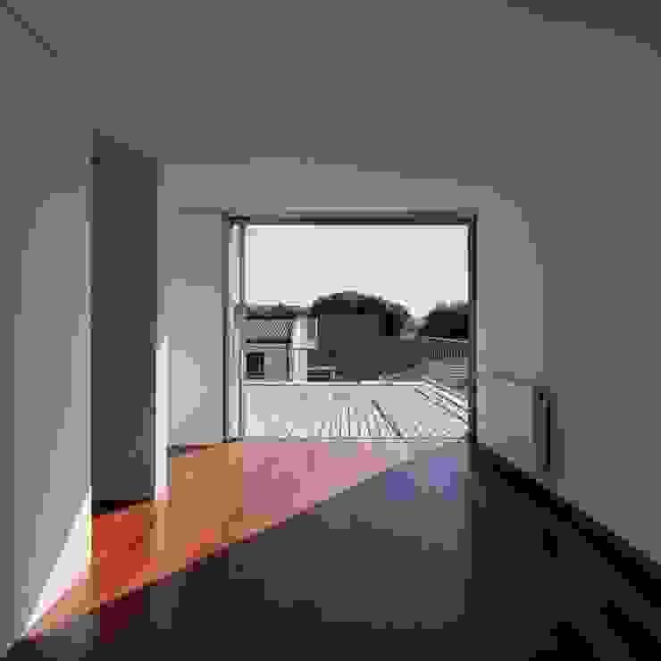 Casa em Matosinhos II Ingresso, Corridoio & Scale in stile moderno di Jorge Domingues Arquitectos Moderno