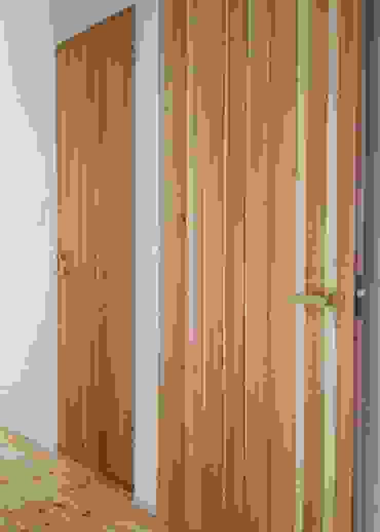 IZUMI HOUSE 北欧スタイル 窓&ドア の 株式会社テイクス設計事務所 北欧