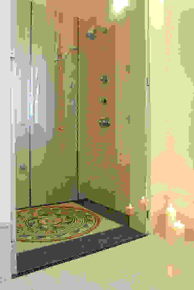 bilune studio Classic style bathroom