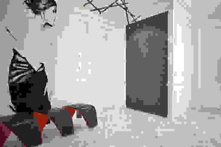 Emancipation Коридор, прихожая и лестница в модерн стиле от U-Style design studio Модерн