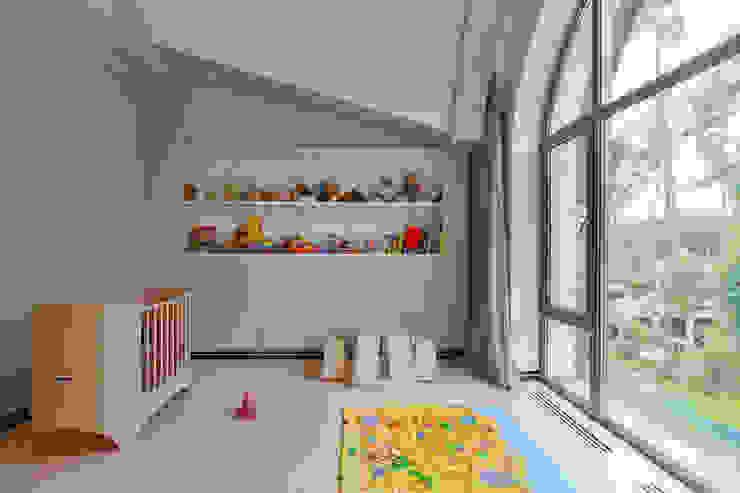 Плюты Детская комната в стиле модерн от U-Style design studio Модерн