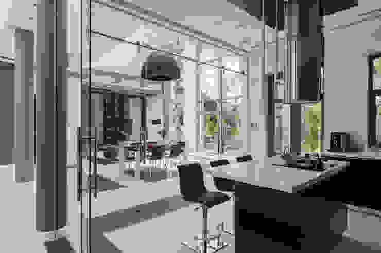 Плюты Кухня в стиле модерн от U-Style design studio Модерн